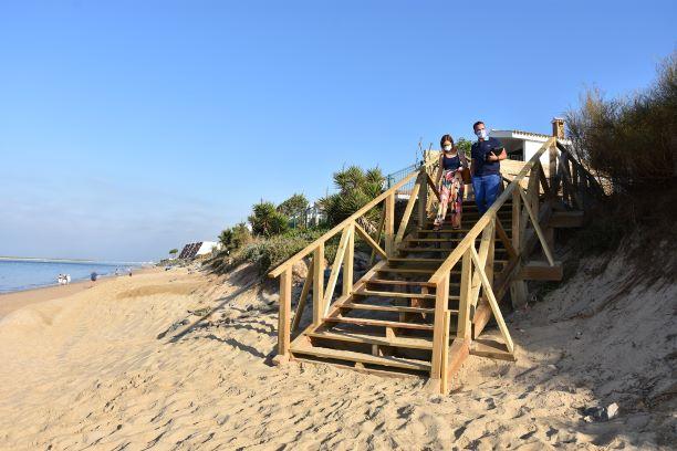 Huelva mejora los accesos a las playas en El Portil