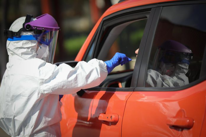 Andalucía suma 22 muertes, mayor cifra de toda la pandemia, y vuelve a superar los 1.000 contagios