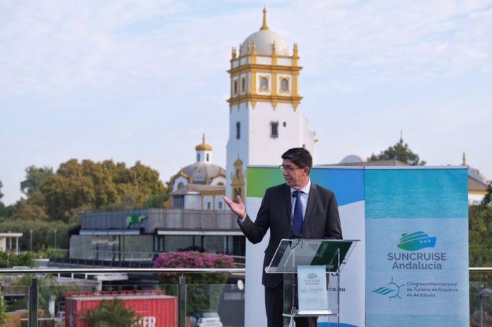 Marín apuesta por el turismo de cruceros dada su importancia para Andalucía