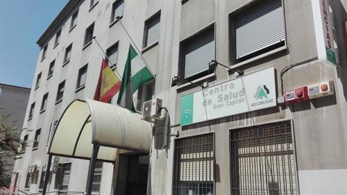 Recogen firmas para denominar un centro de salud como el primer doctor fallecido por covid-19 en Granada