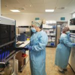 El Hospital Costa del Sol pone en marcha robots con los que triplica su capacidad analítica de PCR