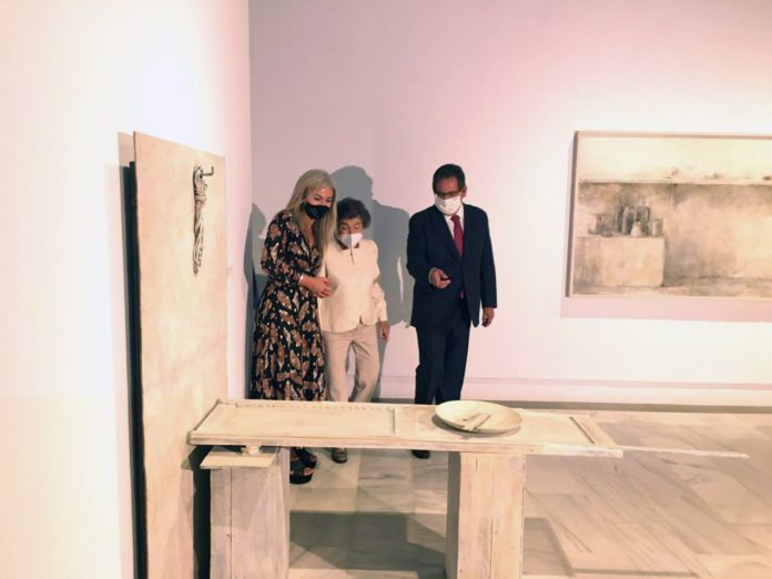 Inaugurada la primera exposición de Carmen Laffón en el Museo de Bellas Artes