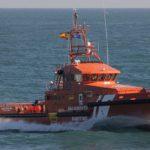 Prosigue la búsqueda del joven de Isla Cristina tras localizar su bote