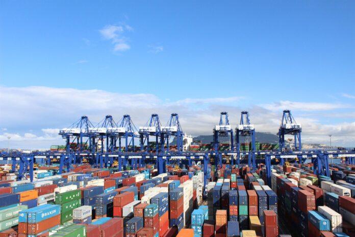 Andalucía alcanza un superávit en sus exportaciones de 2.011 millones