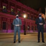 El Parlamento Andaluz se ilumina en el día contra la violencia de género