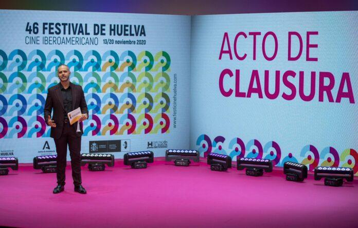 El periodista Adolfo Zarandieta, durante el acto de clausura del Festival de Cine de Huelva. / Foto: Alberto Diaz / Festival de Cine de Huelva. / Europa Press.