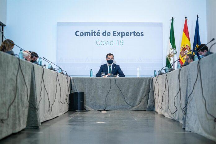 El presidente de la Junta de Andalucía, Juanma Moreno, preside la reunión del Comité de Expertos de COVID-19. / Foto: Archivo / Jesús Morón / Junta de Andalucía. / Europa Press.