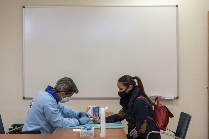 Andalucía realiza 11.622 test a profesionales de la educación tras las Navidades