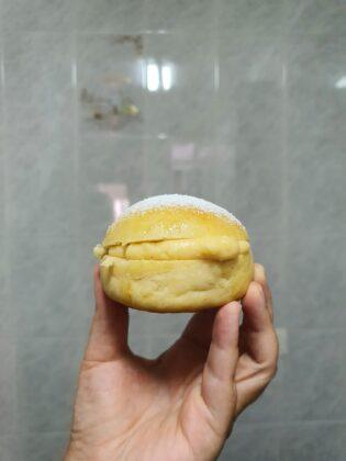 Aprende a hacer unos deliciosos bollos suizos rellenos de crema pastelera