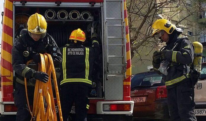 Dos muertos en el incendio de una vivienda de chapa en Málaga
