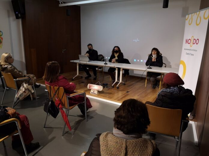Presentación del documental 'Alegrías', realizado por personas sin hogar, sobre Triana. / Foto: Ayuntamiento de Sevilla. / Europa Press.