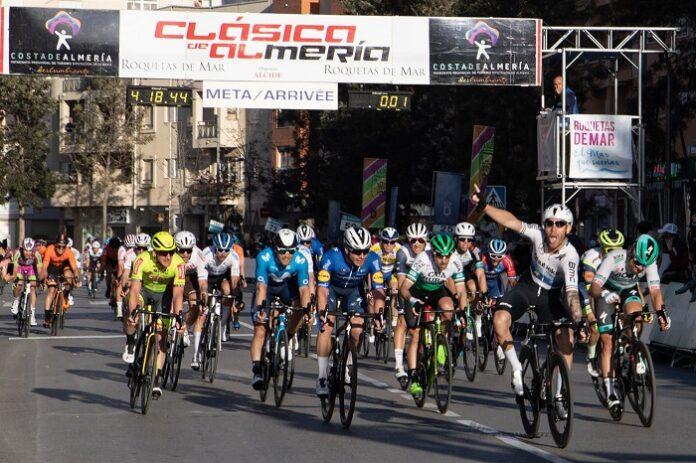 Giacomo Nizzolo gana La Clásica Ciclista 'Costa de Almería'