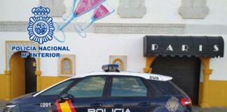 Un coche de Policía Nacional frente al club 'París'. / Foto: Policía Nacional. / Europa Press.