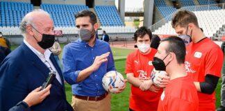 Vicente del Bosque da una sorpresa a futbolistas con discapacidad de Almería