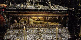 La Catedral de Sevilla abre la urna de San Fernando por el aniversario de la canonización del Rey