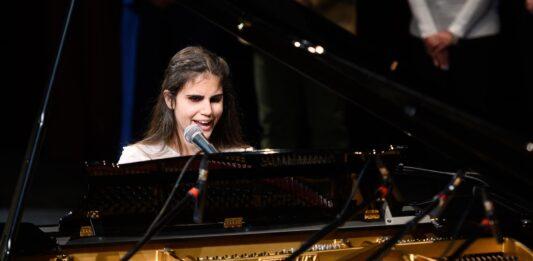 Los Reyes felicitan a la joven almeriense ganadora del Eurovisión para artistas ciegos