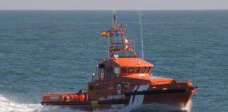 Rescatan a cinco tripulantes de un pesquero a la deriva en La Línea