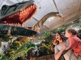 Dinosaurios a tamaño real en el Muelle de Levante de Huelva