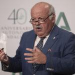 Andalucía no contempla relajar el uso de la mascarilla por protección