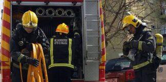 Desalojadas 12 viviendas en el incendio de un garaje de Manilva sin heridos