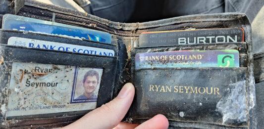 Recupera la cartera que le robaron.... ¡en 2001!