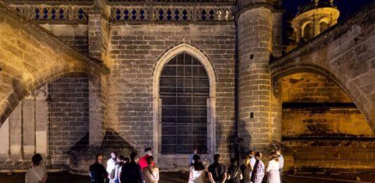 La Catedral de Sevilla retoma las visitas nocturnas a sus cubiertas