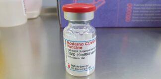 Moderna solicita administrar su vacuna a adolescentes de 12 a 17 años