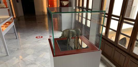 Un jabalí de bronce, última adquisición del Arqueológico de Andújar