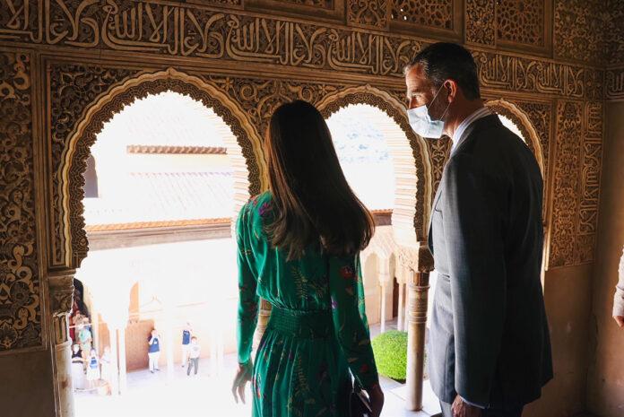 Odaliscas e innovación marcan la visita de los Reyes a Granada