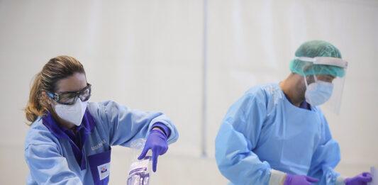 Bajan la tasa de incidencia y las hospitalizaciones en Andalucía