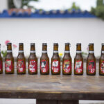 Diseños de artistas andaluces ilustran las etiquetas de una famosa marca de cerveza
