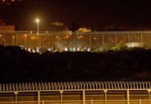 Más de 200 migrantes saltan de madrugada la valla con Marruecos