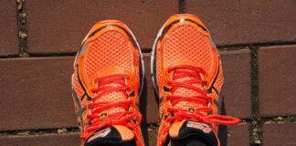 Roban 100.000 dólares en zapatillas de deporte... del pie izquierdo