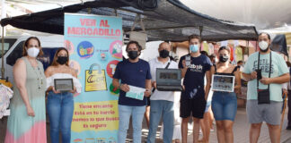 Vendedores ambulantes de Córdoba ofertan sus productos en un 'marketplace'