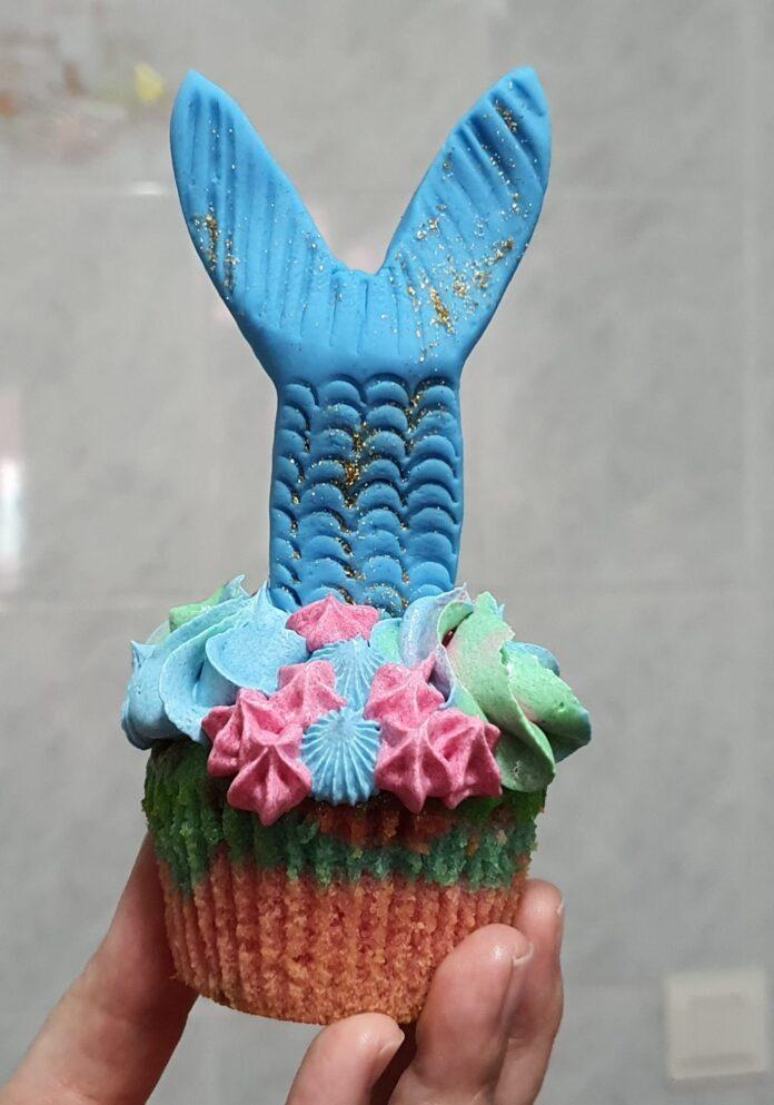 Descubre cómo hacer unos deliciosos cupcakes de sirena sin moldes