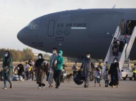 Llegan a Rota tres aviones estadounidenses más con 372 evacuados afganos