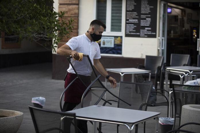 Andalucía baja de los 800.000 parados tras el descenso de un 3,8% en agosto
