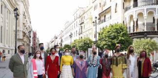El centro de Sevilla se convierte en una gran pasarela de moda flamenca