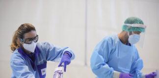 Cae el número de pacientes hospitalizados y en UCI por covid en Andalucía
