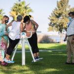 Instalan un parque biosaludable en el Paseo de la Ría de Huelva