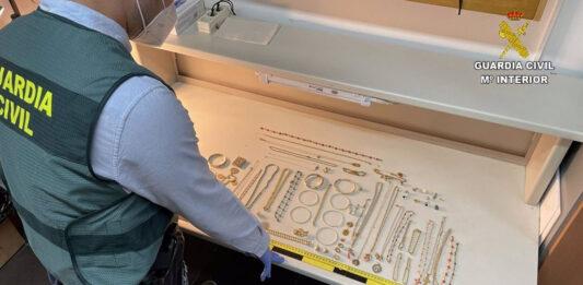 Recuperan joyas valoradas en 100.000 euros robadas en una vivienda de Jabugo
