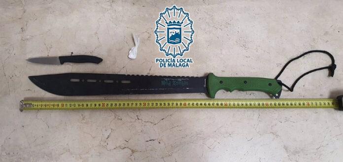 Detenido tras una persecución cuchillo en mano por el barrio Portada Alta en Málaga